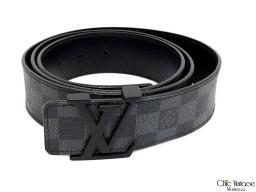 Cinturón LOUIS VUITTON modelo INITIALS