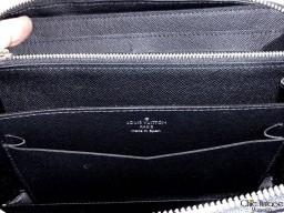Pochette LOUIS VUITTON modelo ZIPPY XL