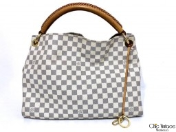 Bolso LOUIS VUITTON modelo ARTSY MM